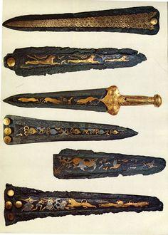 Puñales micénicos, hechas de plata y oro. Encontrado en tumbas de fosa 4-7 en círculo grave A, 1550-1500 aC Los micénicos eran una raza guerrera. Eran objetos de arte, no destinados para su uso.