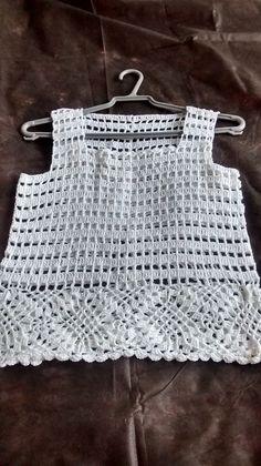 Blusa de linha em crochê. Muito charmosa! Veste até tamanho M. Outros tamanhos e cores sob encomenda.