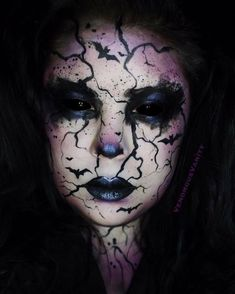Halloween Make Up Inspirations Trend in 2018 - firstmine Halloween Outfits, 31 Days Of Halloween, Halloween Horror, Halloween Inspo, Halloween Halloween, Goth Eye Makeup, Fx Makeup, Amazing Halloween Makeup, Halloween Face Makeup