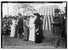 High society at a horse race, 1912