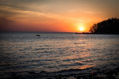 Manitoba doesn't get much love; my photo of a sunset on Lake Winnipeg HD Wallpaper From Gallsource.com