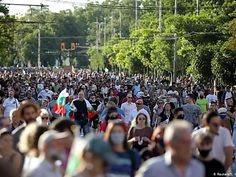 Bulgaria llega a su cuarta noche consecutiva de protestas antigubernamentales Bulgaria, Dolores Park, Travel, Garter Stitch, Chopsticks, Shawl, Night, Tejidos, Viajes