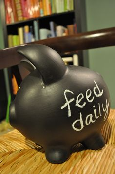 DIY Chalkboard Piggy Bank -- penny for your thoughts idea, find cheap piggy bank and paint with chalkboard paint Diy Arts And Crafts, Crafts For Kids, Chalk It Up, Chalk Board, Savings Jar, Cute Piggies, Pig Party, Diy Chalkboard, Little Pigs