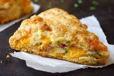 Bacon-Cheddar-Chive Scones Recipe This is the perfect savoury scone recipe! (You can leave out the bacon if you're vegetarian and it doesn't make a difference for the scone! Brunch Recipes, Breakfast Recipes, Scone Recipes, Breakfast Scones, Snack Recipes, Savory Scones, Cheese Scones, Think Food, Food And Drink