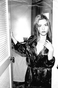 A bit jet-lagged. - Kate Winslet by Helmut Newton British Actresses, Actors & Actresses, Kate Winslet Young, Most Beautiful Women, Beautiful People, Actor Studio, Glamour, Celebrity Beauty, Portraits