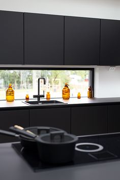 Asuntomessut 2019 - Talo Korea - musta keittiö Noblessa, musta allas Stala  - Housing Fair Finland 2019 Kitchen Ideas, Kitchen Design, Black Sink, Black Kitchens, Large Black, Korea, Yummy Food, Cottage, Houses