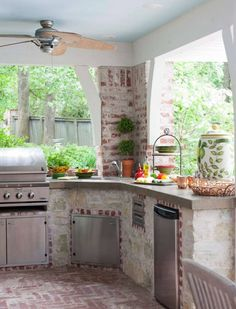 Rustic Outdoor Kitchen Design with Grill and Dishwasher