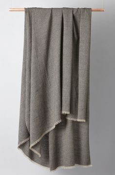 OYUNA London Saan Cashmere Throw in Charcoal / Taupe