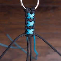 Instructions to use paracord dog accessories (leashes collars . - Instructions for making paracord dog accessories (leashes collars …) horse accessories (reins - Paracord Braids, Paracord Knots, Paracord Bracelets, Diy Jewelry, Handmade Jewelry, Jewelry Making, Beaded Jewelry, Jewelry Ideas, Jewellery Box