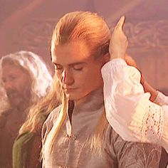 Legolas gets his hair done...
