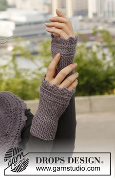 "Ellie& Gloves - Knitted DROPS wrist warmers with garter st and zigzag edges in ""BabyAlpaca Silk"". - Free pattern by DROPS Design Crochet Gloves Pattern, Knit Or Crochet, Baby Knitting Patterns, Free Knitting, Crochet Patterns, Fingerless Gloves Knitted, Knit Mittens, Drops Design, Wrist Warmers"