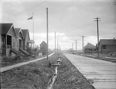 Vancouver in 1915 - Wooden road and sidewalk in Kerrisdale. Vancouver Photos, Vancouver City, Old Pictures, Old Photos, Vintage Pictures, Vancouver Neighborhoods, Iconic Photos, Historical Architecture