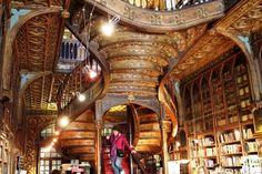 Livaria Lello - A Bookstore Beyond Beautiful - Stairway Full Detail - Rua das Carmelitas 144 Porto, Portugal