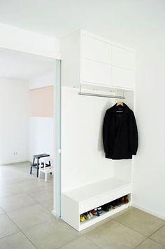 Umgestaltung Wohnraum: moderner Flur, Diele & Treppenhaus von HONEYandSPICE innenarchitektur + design