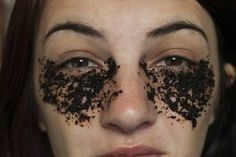 DIY Beauty Get Rid of Undereye Bags Dark Circles with Coffee Grounds- Diy Beauty, Beauty Hacks, Droopy Eyelids, Under Eye Bags, Puffy Eyes, Lose 20 Pounds, Tips Belleza, Dark Circles, Natural Treatments
