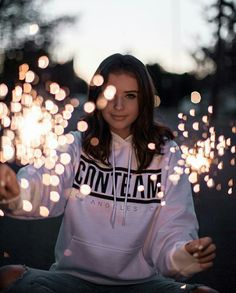 Fun fact my favourite photographer is Brandon Woelfel lol I would Looooveee to get a photo done by him but don't know if this was taken by him or not 😅 Portrait Photography Poses, Girl Photography Poses, Tumblr Photography, Photo Poses, Creative Photography, Sparkler Photography, Photography Jobs, Photography Competitions, Product Photography
