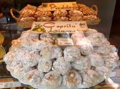 A recipe for the amazing cookies that dazzled us in Capri last month.