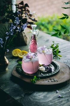 Lavender Lemonade in glasses with a primrose floral garnish. Every sip of this fragrant, 5 ingredient Lavender Lemonade will remind you of the floral beauty of Spring. Non Alcoholic Drinks, Cocktail Drinks, Cocktail Recipes, Beverages, Drink Recipes, Lavender Syrup, Milk Shakes, Le Diner, Summer Drinks