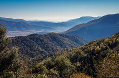Unos días en Olot se resumen en dos palabras: naturaleza y comida. El lugar perfecto para los amantes del senderismo, el cicloturismo y del buen comer – sobre todo, para los carnívoros. Aquí van 10 razones para venir a descubrir esta preciosa zona natural de Cataluña.