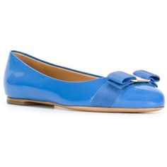 Salvatore Ferragamo 'Varina' ballerinas (3,320 GTQ) ❤ liked on Polyvore featuring shoes, flats, blue, bow flats, ballet shoes, bow ballet flats, round toe flats and leather flats