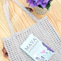 Learn to make this crochet market or beach tote with a free pattern!