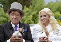 فتاة تتزوج رجل أعمال يكبرها بـ57 عاما