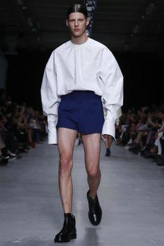 Fala sério! Descoordenado...sem noção...feio D+. Afinal de contas, onde estava este estilista. Junn J. Spring Summer Menswear 2014 Paris