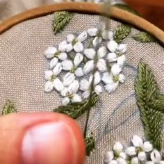 Hand Embroidery Videos, Floral Embroidery Patterns, Embroidery Stitches Tutorial, Embroidery Flowers Pattern, Hand Embroidery Designs, Embroidery Techniques, Embroidery Motifs, Creative Embroidery, Simple Embroidery