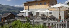 Usteria Siat Gazebo, Outdoor Structures, Cabin, House Styles, Restaurants, Hotels, Mountains, Home Decor, Culture