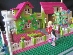 Friends Bricks: Lovely Bright Green Friends House