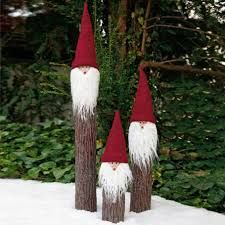 christmas gnomes - nice garden idea