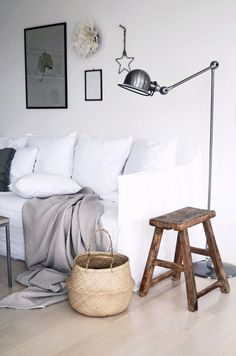 I really really really love this lounge room, despite not being a true lover of neutrals. So what do i love about this room? Everything? The white sofa, the light grey throw, wooden stool, rafia basket and black lamp.