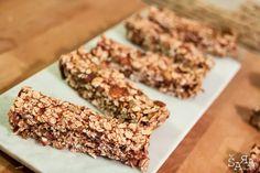 Estas Barritas de cereais caseiras de morango são o snack saudável e perfeito para levar para todo o lado.