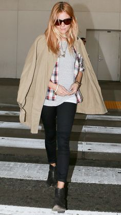 Jet-Set in Style: 40 Celebrity-Inspired Outfits to Wear on a Plane - Sienna Miller from #InStyle