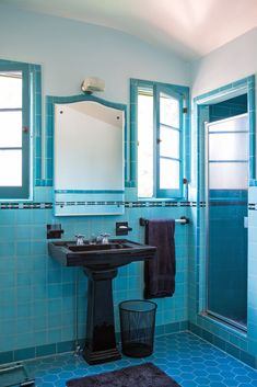 Art Deco Bathroom, Bathroom Colors, Small Bathroom, Timeless Bathroom, Classic Bathroom, Vintage Bathrooms, Pink Bathrooms, Vintage Tile, Retro Home Decor