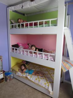 Bunk beds are great to save bedroom space with 2 or more person. If you want to build it, bookmark this collection of free DIY bunk bed plans. # diy bunk beds plans do it yourself 31 Free DIY Bunk Bed Plans & Ideas that Will Save a Lot of Bedroom Space Bunk Beds With Stairs, Kids Bunk Beds, Kids Beds Diy, Bunk Bed Ideas For Small Rooms, Loft Beds, Triple Bunk Beds, Triple Bed, Triple Room, Bunk Bed Plans