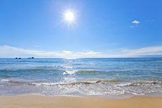 Στον πρωινό περίπατο αντικρίζεις θάλασσα ήλιο κι ουρανό!!! Δόξα εν υψίστοις Θεώ!!! Καλή και ευλογημένη Κυριακή!!! Beach, Water, Outdoor, Gripe Water, Outdoors, The Beach, Beaches, Outdoor Living, Garden