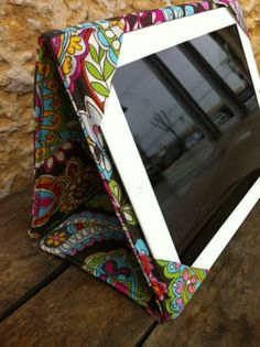 diy ipad cover/stand. If I had an ipad I would make one of these.