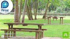 Aires de picnic entre soleil et ombre sur l'étang de Buhel au téléski nautique de Plessé