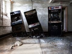 An urban explorer from Ontario Canada captured this almost surrealistic scene of three arcade video games (RoboCop UFO Robo Dangar and Arch Rivals) seemingly melting into the floor. [740x555]