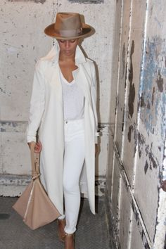 Beyonce in her J BRAND 811 Mid-Rise Skinny Leg in Blanc.