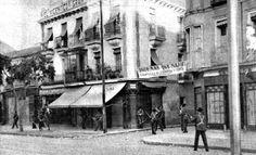 Fuerzas de la Guardia Civil patrullan por la calle Bravo Murillo en la madrileña barriada de Tetuán.