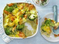 Gemüse-Reis-Auflauf - mit Schnittlauchjoghurt - smarter - Kalorien: 404 Kcal - Zeit: 35 Min.   eatsmarter.de Dieser Auflauf mit Reis und Gemüse schmeckt der ganzen Familie.
