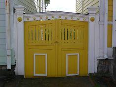 wooden gate in ekenas by ezioman, via Flickr