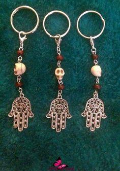 1x Hamsa / Hamesh / Hand of Fatima - Protection / Luck / Evil Eye / Lucky Eye - keyring charm. With Howlite Skull & Sandalwood Beads