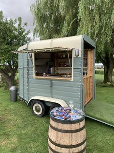 Catering Van, Catering Trailer, Food Trailer, Converted Horse Trailer, Cocktail Bar Design, Horse Box Conversion, Coffee Food Truck, Bar On Wheels, Mobile Coffee Shop