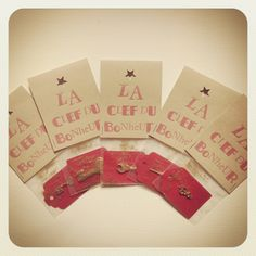 Sachet Magique contenant La CLEF du BONHEUR Happiness Box, Web Box, Magic Bag, Diy Cadeau, Clothespin Dolls, Positive Attitude, Happy, Gifts, Key
