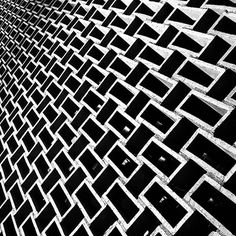 #leandromarinofotografia #instapic #instadaily #bestoftheday #picoftheday #photooftheday #fotododia #details #detalhes #architecture #arquitetura #riodejaneiro #brasil #errejota #errejota021 #rj #mam #museudeartemoderna #museudeartemodernadoriodejaneiro #fotografiadecelular #bw #bw_lover #bw_photooftheday #bwphotography - http://ift.tt/1HQJd81