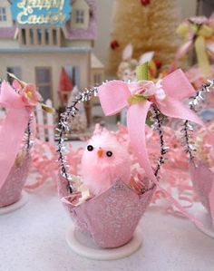 egg carton mini Easter baskets by Saturday Finds (saturdayfinds.blogspot.com)