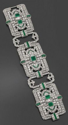1850a894614 Tendance Bracelets A rare and spectacular Art Deco platinum diamond and  emerald bracelet by Yard